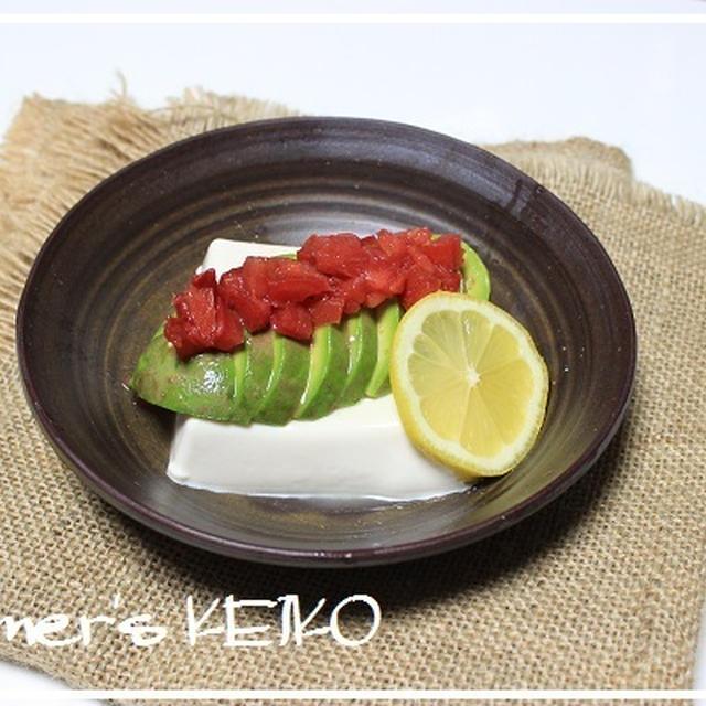 世界一栄養価が高い果物で栄養補給♪ ~レシピは『アボカドとトマトの冷奴』です~