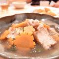 黄金比率でつくる関西白菜と豚バラの煮物|子どもを膝のせて。煮物作ったパパたち。