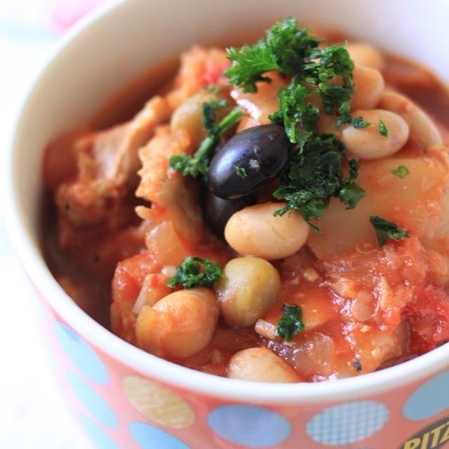 鍋に入れて煮込むだけ!レシピ「鶏もも肉とキャベツと蒸し豆のトマト煮」♪