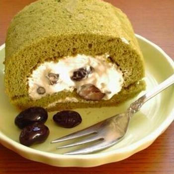 抹茶と黒豆ロールケーキ