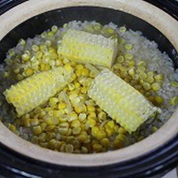 土鍋でトウモロコシ炊き込みご飯