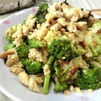 冷凍豆腐そぼろで美味い♪ ブロッコリーと豆腐そぼろのスパイシー炒め