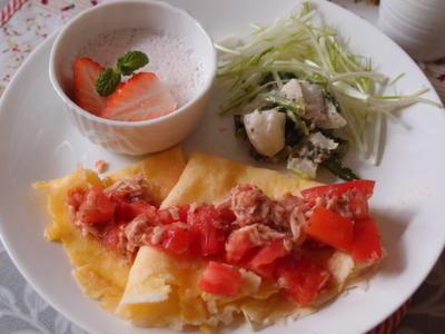 クレープのフレッシュトマト♪バジルツナソース