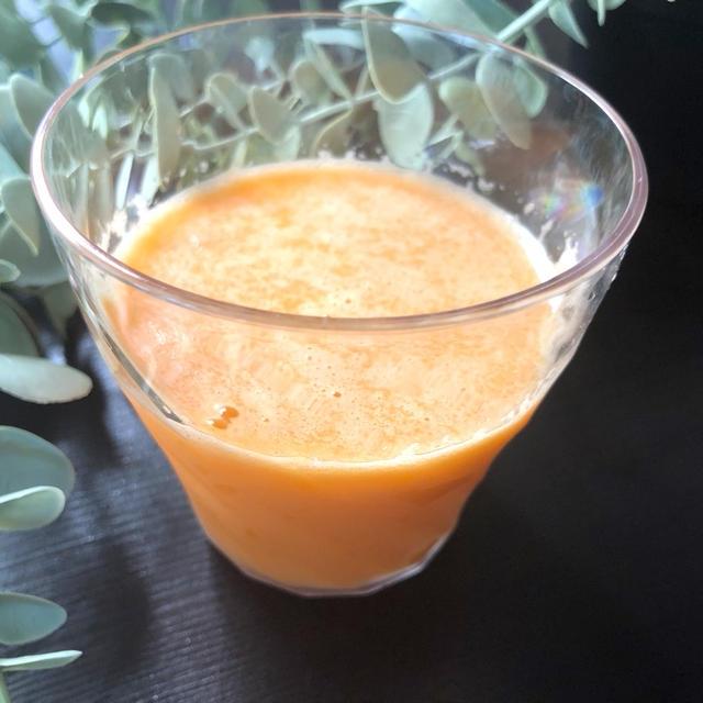 さっぱり!「にんじんとオレンジジュースのスムージー」