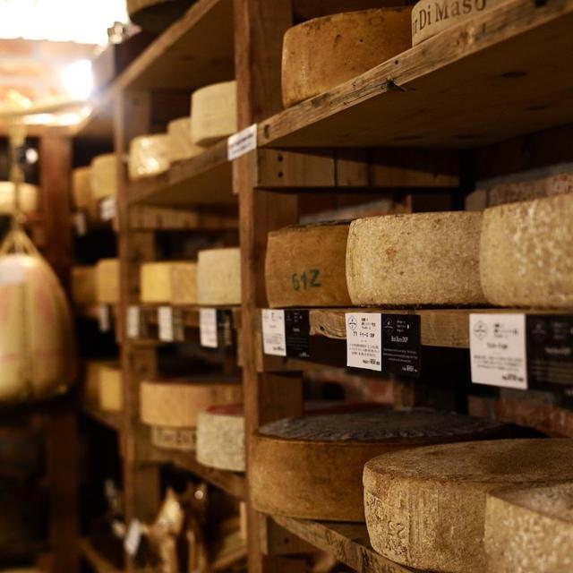 まるでイタリア!圧巻のチーズセラーで最高品質の伊チーズを♪『Fiordimaso Tokyo』
