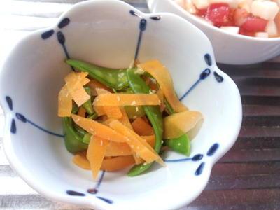さやえんどうとニンジンのワサビ和え、山芋とトマトのサラダ風、マグロの生姜焼きで手酌水……