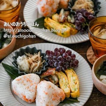 【ひたすら朝ごはんを作る動画】鮭おにぎりで和ンプレート♡