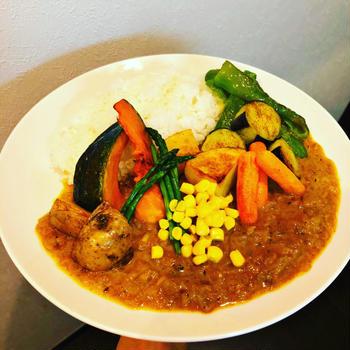 野菜たっぷり夏野菜スパイシーカレー