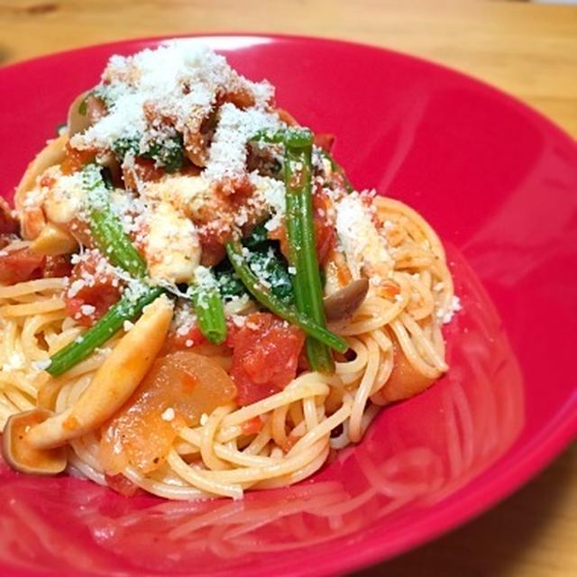 ☆ベーコンとシメジとモッツァレラとほうれん草のトマトソーススパゲッティ