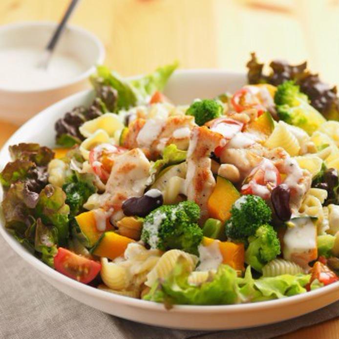 刻んで混ぜて♪チョップドサラダの作り方&ドレッシング別レシピ15選の画像