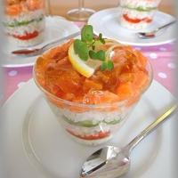 サーモンと野菜のキラキラジュレカップ寿司
