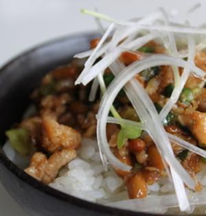 鶏ひき肉と納豆のネバネバスタミナ丼