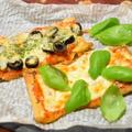 油揚げピザ。マルゲリータとマリナーラ風。