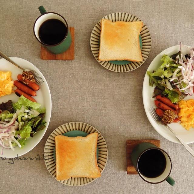 いつかの朝食風景。