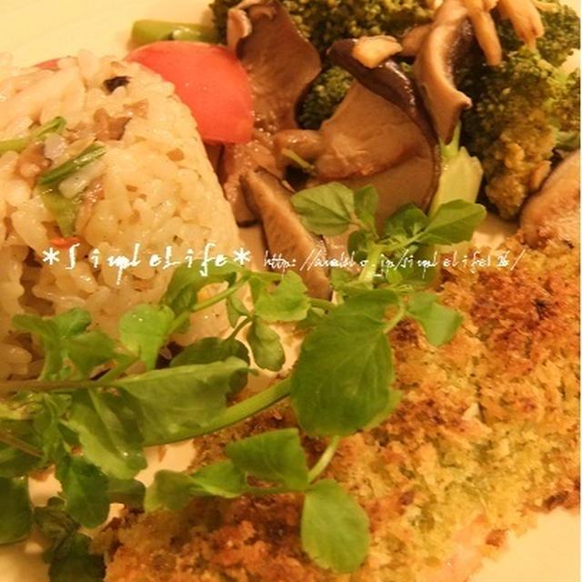 ワンプレートのコツ?ハーブグリーンソースで鮭のヘルシーパン粉焼き。