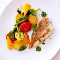 真鯛のポワレ夏野菜添え、ピストゥ風DAURADE ROYAL POELES,LEGUMES D'ETE AU PISTOU