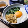 【料理動画】夏が旬であるモロヘイヤと納豆ととろろのネバネバ丼のレシピ/作り方 by オカケンのおかずキッチン♪さん