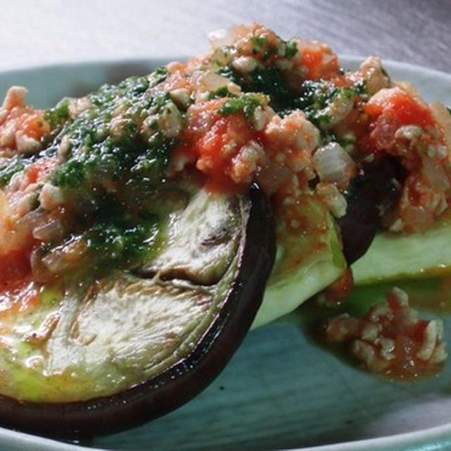 バジルソースにぴったりの豆腐と茄子のソテーにトマトミートソース