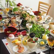簡単レシピのおせち料理を華やかに盛り付けて