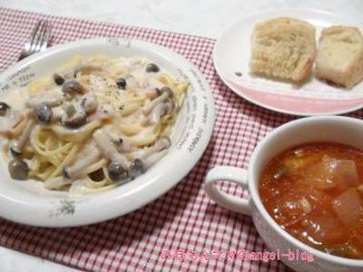 ☆今日の夕食~しめじとベーコンのクリームパスタ&ガーリックラスク☆