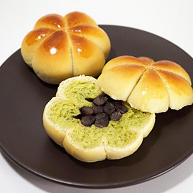 しっとり甘納豆の抹茶お花ロールパン