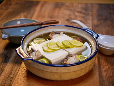スダチで香りと昆布の旨味の湯豆腐&「久しぶりにポークカツを堪能する」