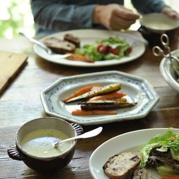 休日ブランチ 空豆のポタージュ、天然酵母パン