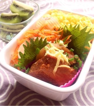 豚バラ大根と酢生姜のお弁当♪ライムとキウイのビネガーウォーター