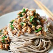 ボリューム&スタミナ満点!「肉そば」を食べて残暑の疲れを吹き飛ばそう!