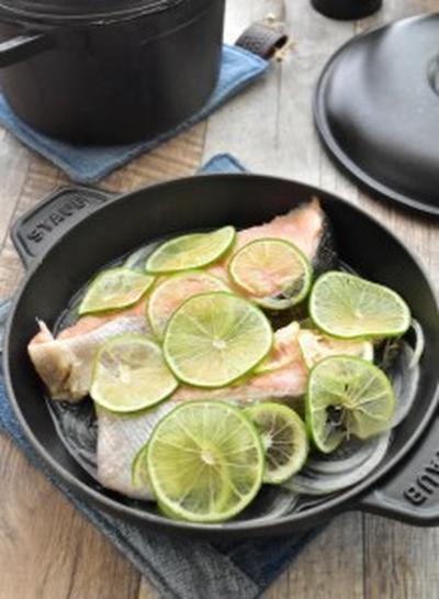 【調味料1つ・洗い物1つ】迷ったらこれ♪ 甘塩鮭のライム蒸し