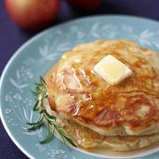 ひと手間加えてランクアップ!りんご入りパンケーキレシピ