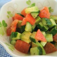 簡単副菜♪きゅうりとトマトとアボカドのコロコロサラダ♪