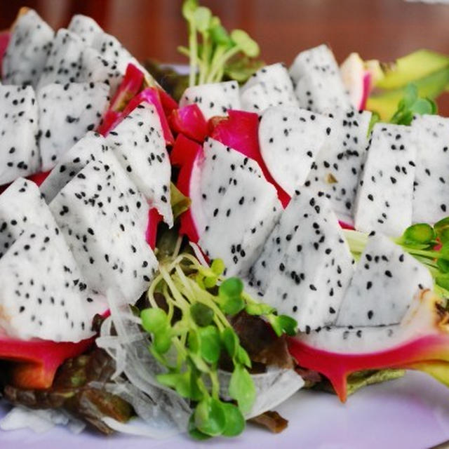 ドラゴンフルーツのサラダ