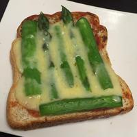 簡単すぎて美味しい!トマトソース、野菜&チーズトースト