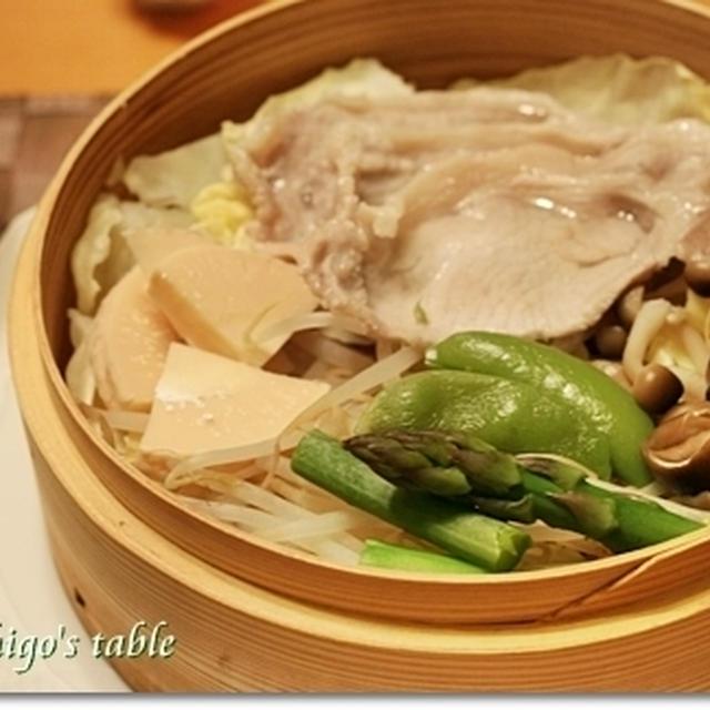 塩麹豚と春野菜蒸し&塩麹豆腐サラダで 夕ごはん♪