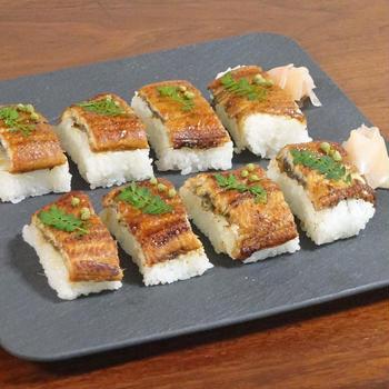 山椒香る ふっくらボリューミーな鰻の押し寿司