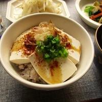 GABANの『パプリカ』でシンプル豆腐丼やグラタントーストが美味しい♪