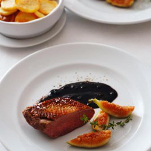 鴨の胸肉いちじく添え、グリーンペッパーソースMAGRET DE CANARD AUX FIGUES SAUCE POIVRE VERTE