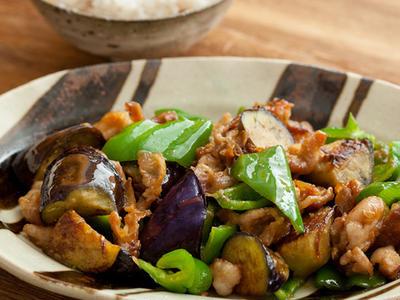 >ごはんにあうおかずといえば。「豚肉と茄子とピーマンの味噌炒め」 by さくちゃんさん