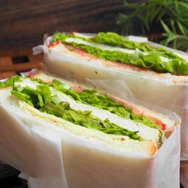 『トマトとレタスのサンド』トマト、レタス、食パンの美味しさ味わえるサンド