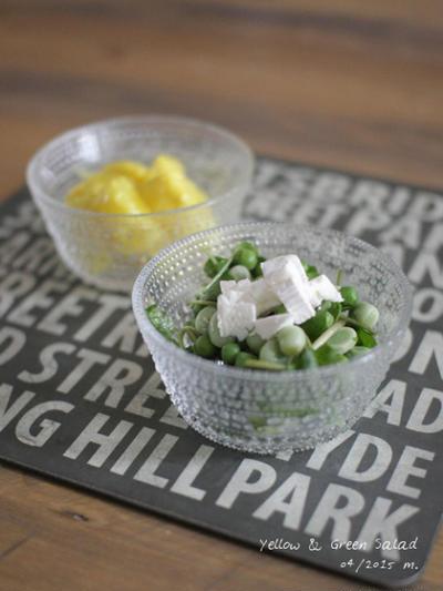 黄色のポテサラと緑の豆サラダ