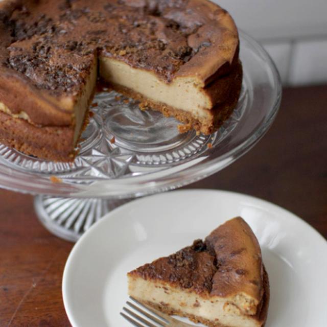ジンジャービスケットと黒砂糖のチーズケーキ
