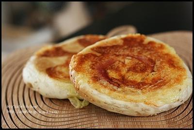 セサミベーコンの平焼きパン*