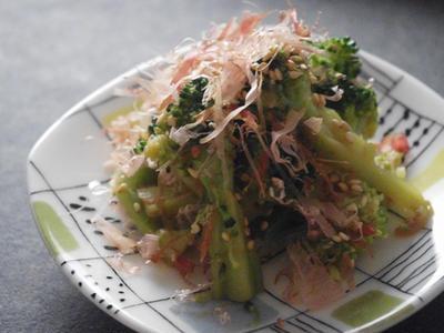 >ブロッコリーのおかかサラダレシピ by ロコさん