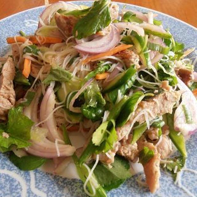 スポーツで汗をかいた後は、ヘルシーなものが食べたい! ベトナム風 チリビーフのビーフンサラダ