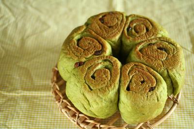 おうちパン。抹茶入り、小豆ロール