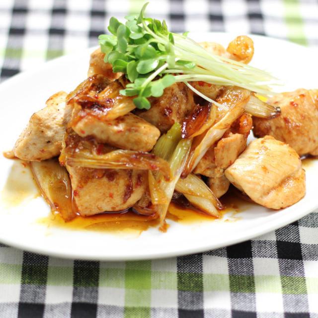 五香粉香る 鶏むね肉と長ネギの辛味炒め