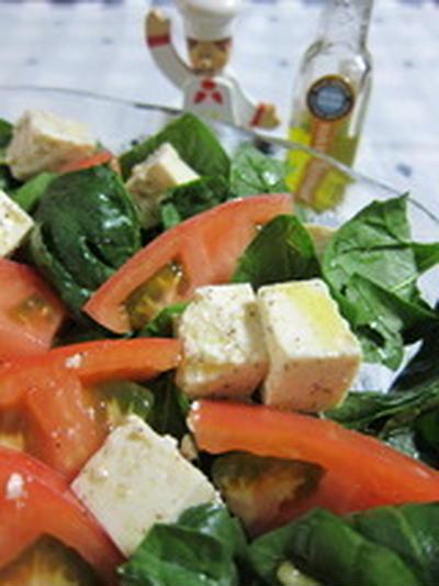 「ほうれん草とトマトと豆腐のカプレーゼ」