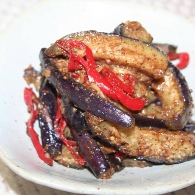 茄子えごま粉炒めレシピ -- 香ばしいえごま粉たっぷりで炒める夏のおかず。