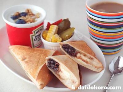ブラックサンダーをパンに挟んじゃった!チョコレートクランチとクリームチーズのホットサンド
